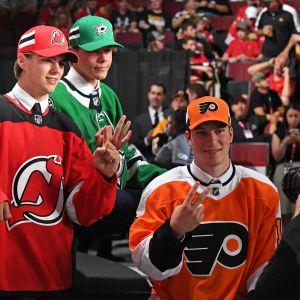 NHL:n varaustilaisuuden kärkikolmikko: Nico Hischier, Miro Heiskanen ja Nolan Patrick.
