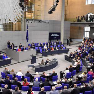 Saksassa äänestettiin sukupuolineutraalista avioliitosta 30. kesäkuuta.