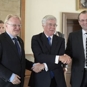 Peter Hultqvist, Michael Fallon ja Jussi Niinistö.