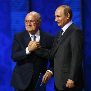 Sepp Blatter ja Vladimir Putin vuonna 2015.
