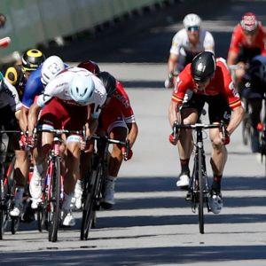 Peter Sagan kaatoi kyynärpäällään Mark Cavendishin.