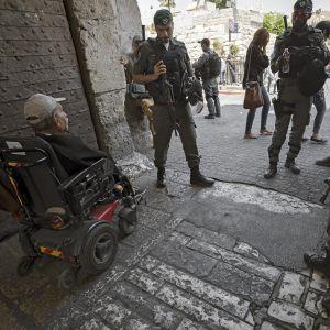 Israelilaiset turvamiehet partioivat Jerusalemin Temppelivuorella.