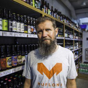 Pienpanimoliiton pj, porilaisen Beer Hunter's-panimoravintolan Mika Tuhkanen