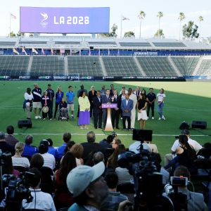 Los Angelesin pormestari Eric Garcetti julistaa kaupungin tulevan kisaisännyyden.