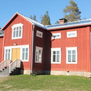 Elina ja Mika Widgrenin talon perusta on noin 170-vuotias hirsikehikko.