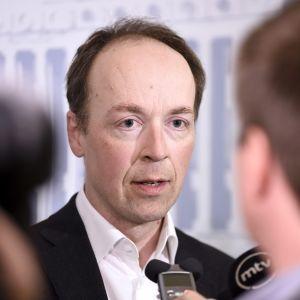 Perussuomalaisten puheenjohtaja Jussi Halla-aho tiedotustilaisuudessa eduskunnassa 22. kesäkuuta.
