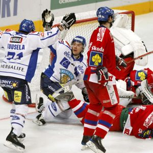 Kalle Sahlstedt ja Kristian Kuusela juhlivat maalia Tshekkiä vastaan EHT-turnauksessa.