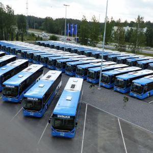 Savonlinja vastaanotti uudet bussi Vantaan varikolla torstaina.
