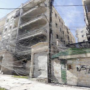Sähköjohtojen sekamelska Aleppossa.