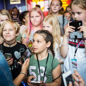 Mandimai Sundberg tapasi fanejaan Tubecon-tapahtumassa Helsingissä.