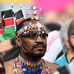 Kenialaisfani Lontoon MM-kisoissa.