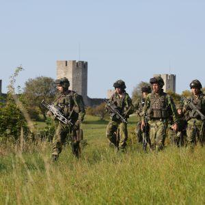 Ruotsalaissotilaat harjoittelevat