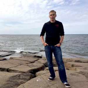 Porilaiskirjailija Arttu Tuominen Kallossa Porissa.