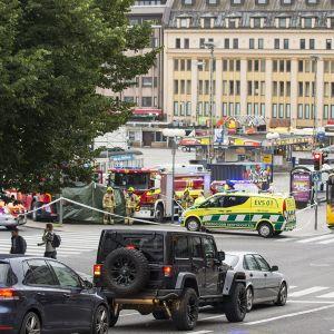 Turun keskustassa on puukotettu useita ihmisiä.