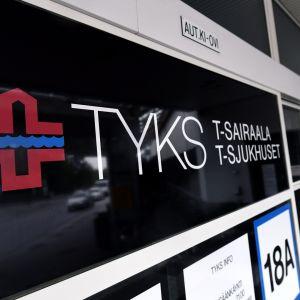 Turun yliopistollinen keskussairaala lauantaina 19. elokuuta 2017. Turun yliopistolliseen sairaalaan tuotiin Turun joukkopuukotuksen jälkeen kymmenen ihmistä perjantaina 18. elokuuta.