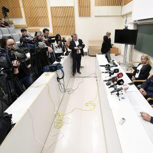 Media seuraa keskusrikospoliisin tiedotustilaisuutta Turussa 19. elokuuta 2017.