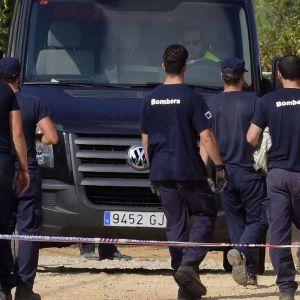 Räjähdyksessä kuolleiden ruumiita kuljettiin pois tapahtumapaikalta Alcanarissa 20. elokuuta.