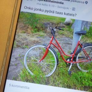 Polkupyörille etsitään omistajia yhä useammin sosiaalisessa mediassa.