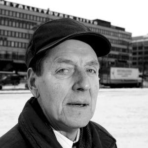 Metallityöväenliiton entinen puheenjohtaja Per-Erik Lundh kuvattuna Hakaniementorilla 22. helmikuuta 2006.
