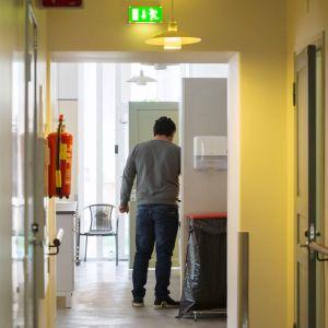 Turvattomat-hanke opastaa kielteisen turvapaikkapäätöksen saaneita paperittomia vapaaehtoiseen paluuseen