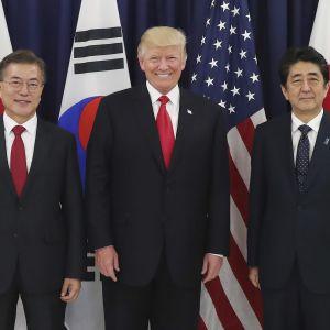 Etelä-Korean, Yhdysvaltain ja Japanin johtajat