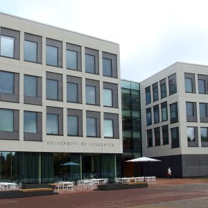 Jyväskylän yliopiston Ruusupuisto-rakennus.