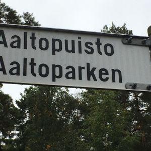 Aaltopuisto-opastekyltti Vaasassa.