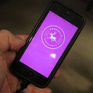 Poroista varoittava Porokello -mobiilisovellus on nyt asennettavissa Apple ja Android älypuhelimiin.