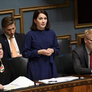 Opetusministeri Sanni Grahn-Laasonen puhuu.