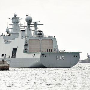 MDMS Absalon Frederikshavnin sataman edust]alla vuonna 2011