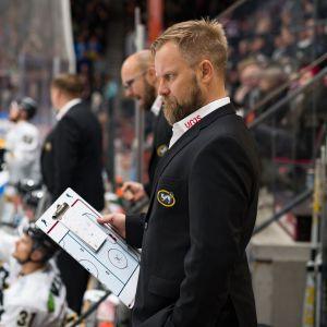 Kärppien päävalmentaja Mikko Manner.