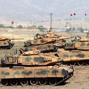 Turkin panssarivoimat harjoittelivat Irakin rajan lähellä 24.9. 2017.