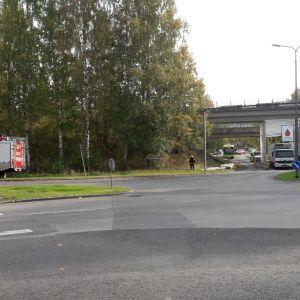 Henkilövahinko tapahtui Mattilanniemen rautatiesillan tienoilla.