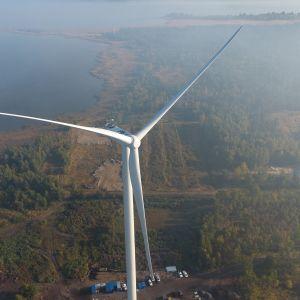 Tuulimylly Ykspihlajan tuulivoimapuistossa.