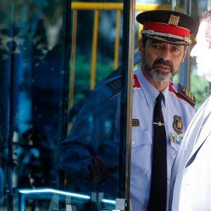 Poliisipäällikkö Josep Lluis Trapero poistuu oikeustalosta.