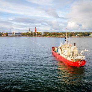 Suomen ja Saksan välisen tietoliikennemerikaapelin haara rantautui Hankoon 5.10.2017.
