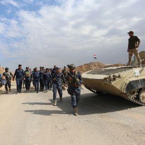 Irakin poliisivoimien panssariajoneuvo Kirkukin eteläpuolella 13.10.2017.