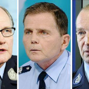 Kuvassa vasemmalta lukien poliisiylijohtaja Mikko Paatero, Helsingin poliisilaitoksen poliisipäällikkö Lasse Aapio ja Helsingin poliisikomentaja Jukka Riikonen.