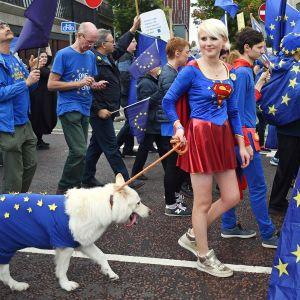 Brexitin vastustajien mielenosoitus Manchesterissa 1. lokakuuta.