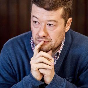 Tšekkiläisen SPD-puolueen puheenjohtaja Tomio Okamura vastustaa maahanmuuttoa ja Tšekin EU-jäsenyyttä.