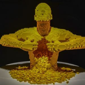 Nathan Sawaya, Art of the Brick, lego, Yellow