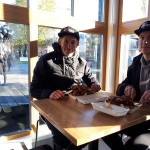 Jasper Nurmi ja Leevi Tolonen olivat ensimmäiset asiakkaat