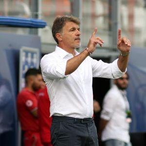 Beneventon päävalmentaja Marco Baroni kentän laidalla.