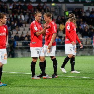 HIFK:n pelaajat kentällä.