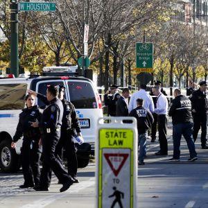 New Yorkin poliisi on eristänyt alueen tutkintoja varten.