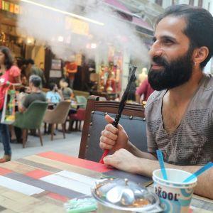 Syyrialaismies Wesam maksoi agentille passin hankkimisesta, mutta joutui huijatuksi.