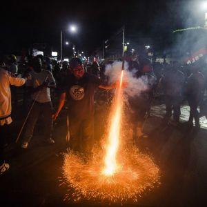 Nicaraguassa johtavan sandinistipuolueen kannattajat juhlivat vaalivoittoa maan pääkaupungissa Managuassa paikallisvaalien alustavien tulosten selvittyä.
