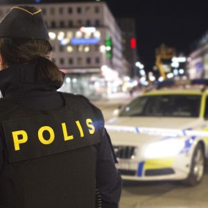 Ruotsalaisia poliiseja kadulla.