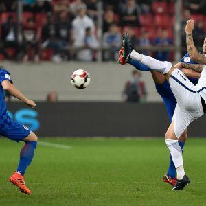 Kroatian ja Kreikan pelaajia kentällä