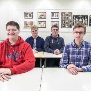 Kuopion lyseon lukion opiskelijat Santeri Leinonen, Rasmus Keinänen, Antti Rossinen ja Olli Kaksonen.